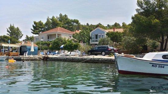 Apartments Val: foto dal mare, la casa è quella azzurra, bellissima!!