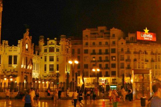 Edificio de Correos y Telégrafos: Valencia at Night