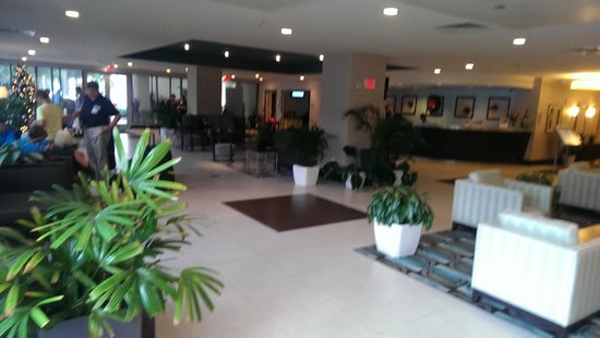 DoubleTree Resort by Hilton Hollywood Beach: nice 4+ star lobby, not huge, but very comfortable