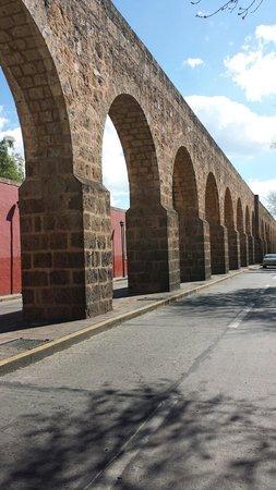 The Aqueduct: agua va