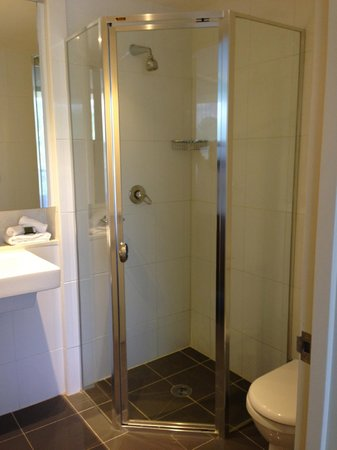 Meriton Suites George Street: bathroom