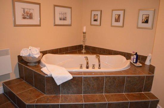 Au Bois Joli B&B: Salle de bain attenante