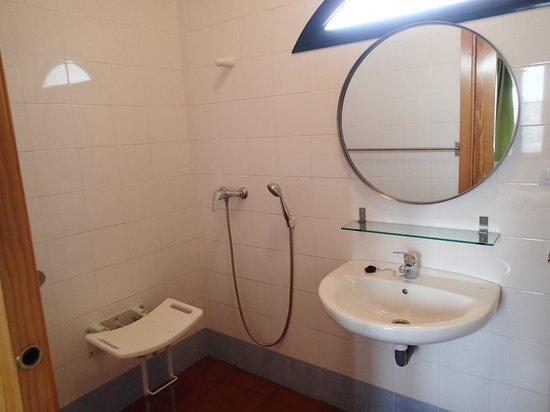 Baño Adaptado Normativa:Baño adaptado – Foto di Camping la Sierrecilla, Antequera