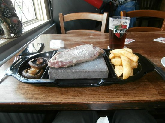 The Black Horse Inn: Rock Sirloin steak and beer