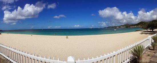 Radisson Grenada Beach Resort: view from beach entrance