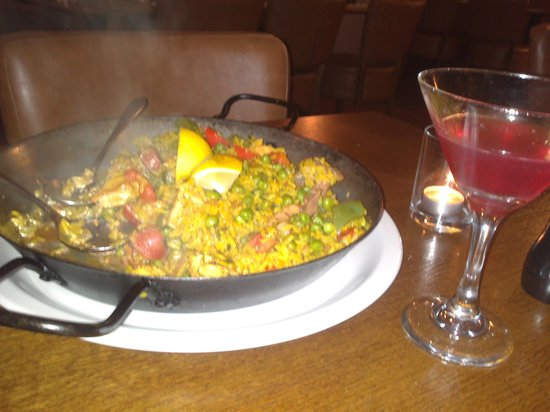 La Casa Vecchia: beautiful meat paella and cocktail