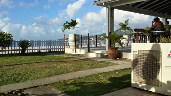 Radisson Grenada Beach Resort : View from our ground floor ocean view room (patio area)