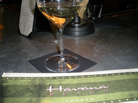 Havana Beach Bar & Grill: Sauvignon Blanc - Perfect midday drink!