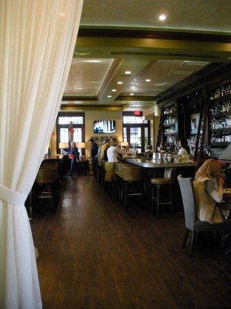 Havana Beach Bar & Grill: View of the bar area