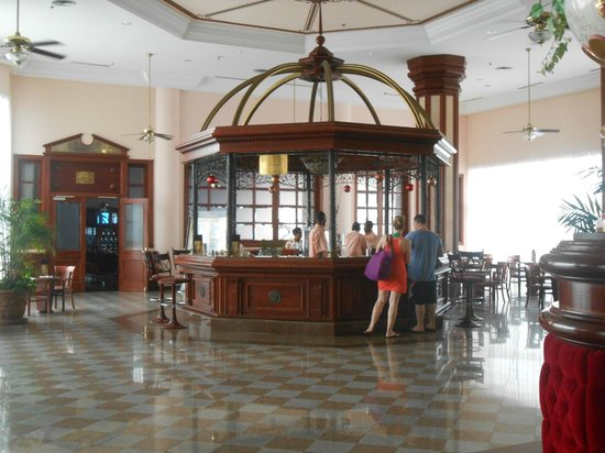 Hotel Riu Palace Paradise Island: Lobby Bar