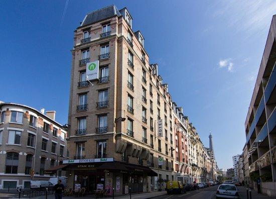 Campanile Paris 15 - Tour Eiffel : Здание отеля.