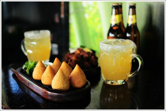 Canecao: COXINHA / 6 units of Brazilian chicken filled pastry served with aioli