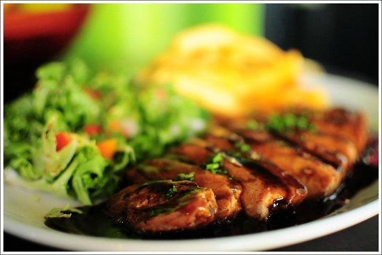 Canecao: GRILLED PORK LOIN STEAK /With mix leaf salada, chips and demi sauce