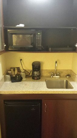 SpringHill Suites Arundel Mills BWI Airport: Mini fridge, microwave, sink in kitchenette.  All clean