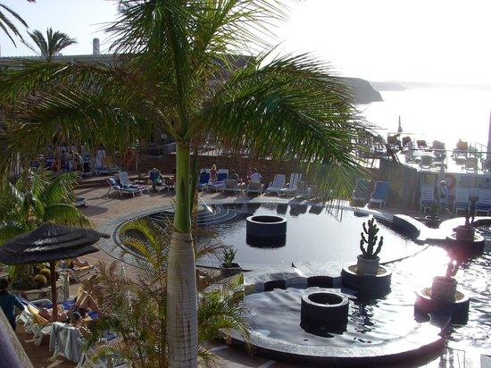 THe Mirador Papagayo: view of pool from lobby bar