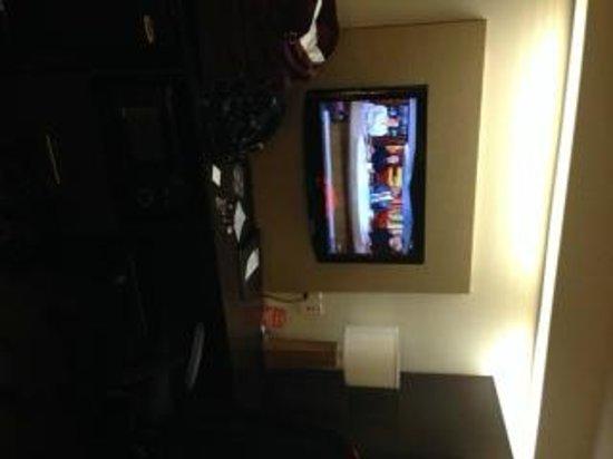 Sleep Inn, Potomac Mills : Flat screen tv, mini fridge, microwave, coffee maker