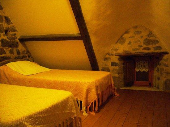 chambre avec 3 lits simples en 90 communicante avec 1 salle d eau douche lavabo wc picture. Black Bedroom Furniture Sets. Home Design Ideas