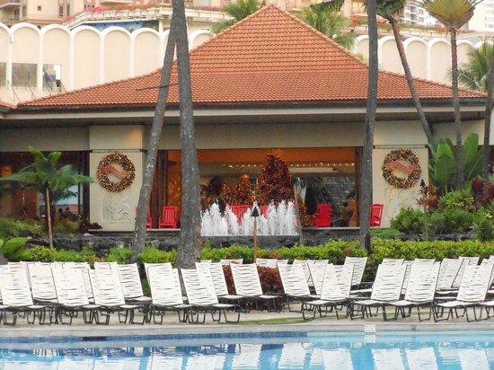 Hilton Hawaiian Village Waikiki Beach Resort : Check-in area overlooking the pool