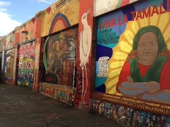 Mission District: colorful murals