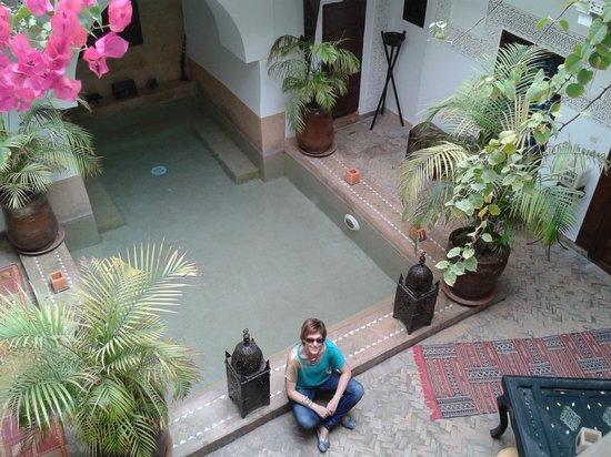 Riad Les Nuits de Marrakech : Piscina + jacuzzi