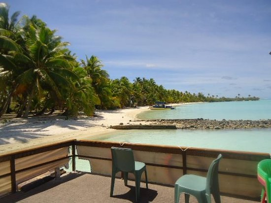 The Vaka Cruise: Our first island stop.