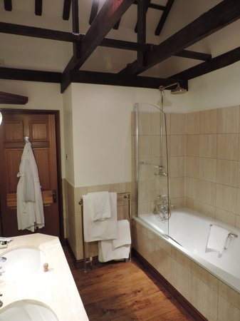 South Lodge Hotel: bathroom