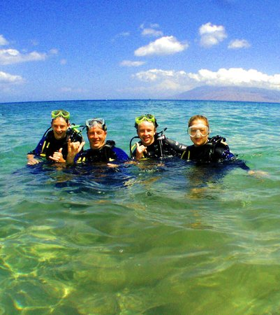 Scuba Luv Maui: Come out for a dive in our warm, clear waters! Three pristine reefs ...right from shore!