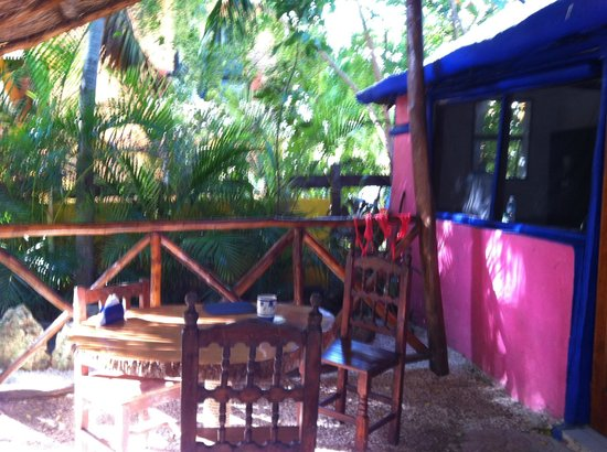 Amar Inn B&B: Patio in front of my bungalow
