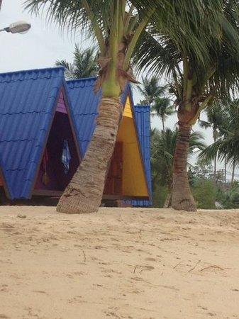 New Hut Bungalows : quiet beach