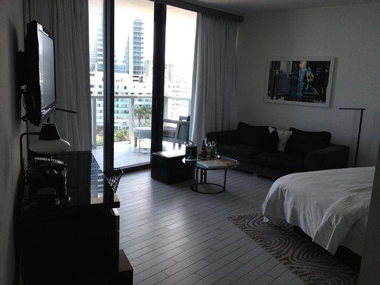W South Beach: king bed spetacular studio