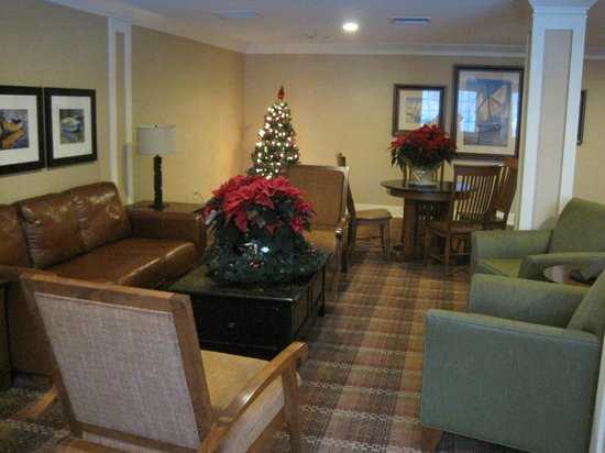 Holiday Inn Resort Lake George: Another shot of 3rd floor sitting area and Christmas tree