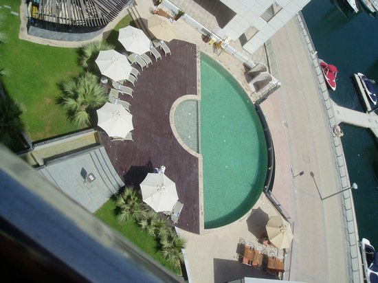 Lotus Hotel Apartments & Spa, Dubai Marina : Pool Lotus Hotel