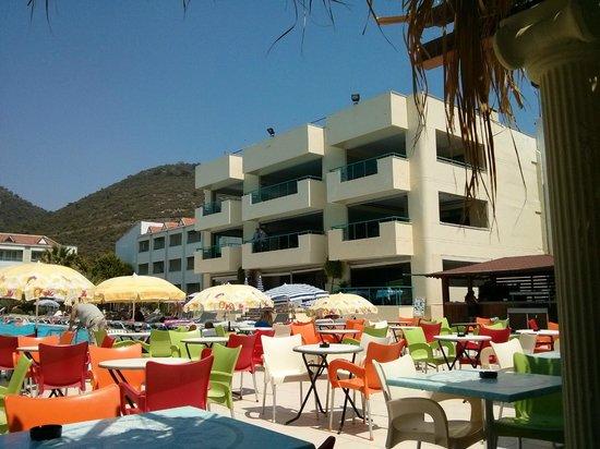 Luana Hotels Santa Maria: Main building from pool bar