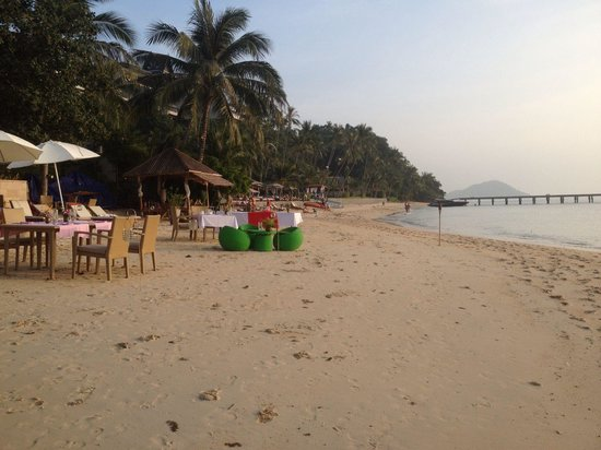 The Sunset Beach Resort & Spa, Taling Ngam : Beach ready for evening BBQ