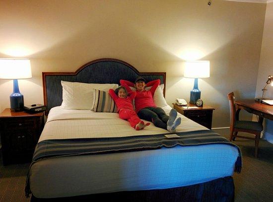 Woodmark Hotel & Still Spa: Master room king bed