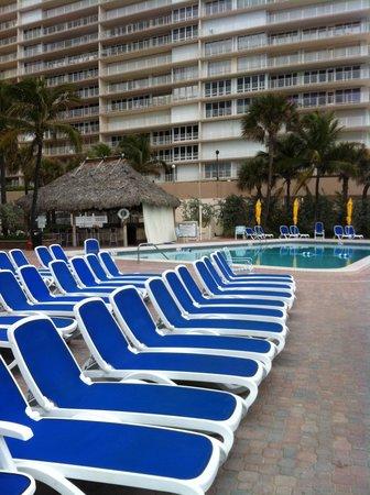 Ocean Sky Hotel & Resort: Pool/Patio Area