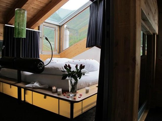 Coeur des Alpes: Our honeymoon suite with view at the mountains