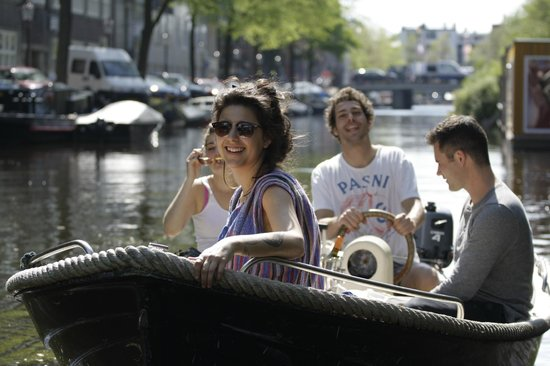 Amsterdam Tourguides: See Amsterdam from the water!