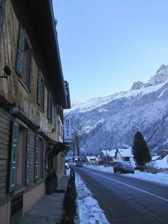 Hotel La Chaumiere: Inn exterior