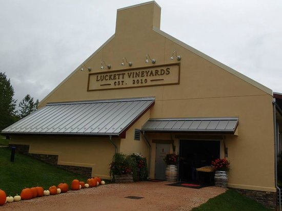 Grape Escapes Nova Scotia Wine Tours: Luckett Vineyards