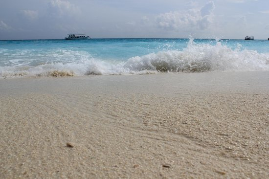 Madhiriguraidhoo Island: Песок и океан