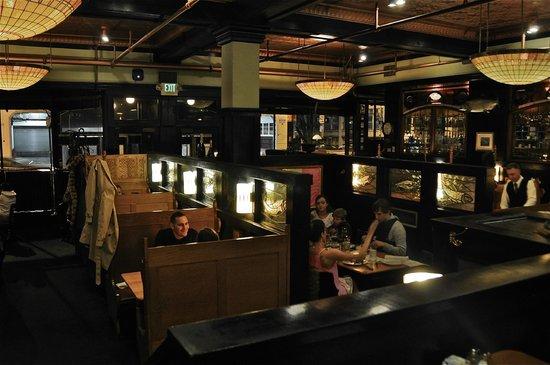 McCormick's Fish House & Bar: McCormick's main dinning room