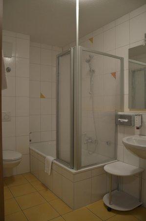 Zum Hasen: Bathroom