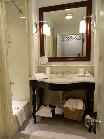 Omni Bedford Springs Resort : Bathroom sink