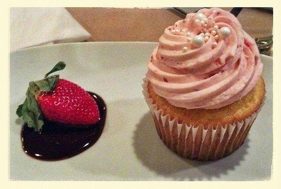 High Spot Gastropub: Strawberry champagne cupcake