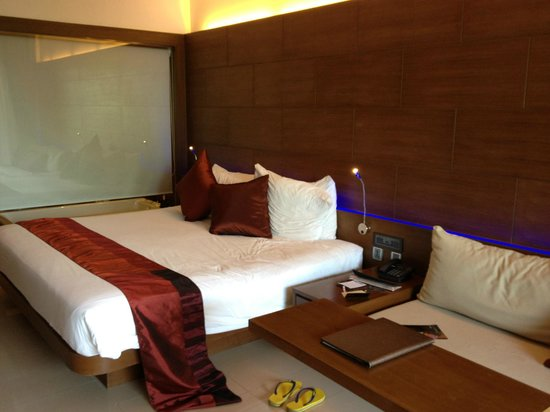 Novotel Phuket Kata Avista Resort and Spa: loved our room, classy and beautiful with cool blue lights