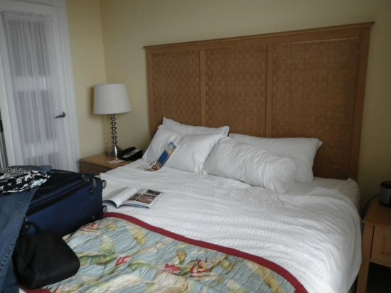 Courtyard Fort Lauderdale Beach: bedroom of 2 room suite