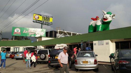 Fusagasugá, Colombia: Parador la vaca que rie, vende todo tipo de cimidas tipicas colombianas