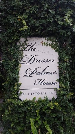 Dresser Palmer House: A welcoming sign after a fun run around the park  ;o)