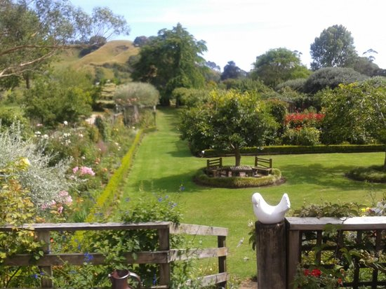 Fothergills on Mimiha Bed & Breakfast: Front garden
